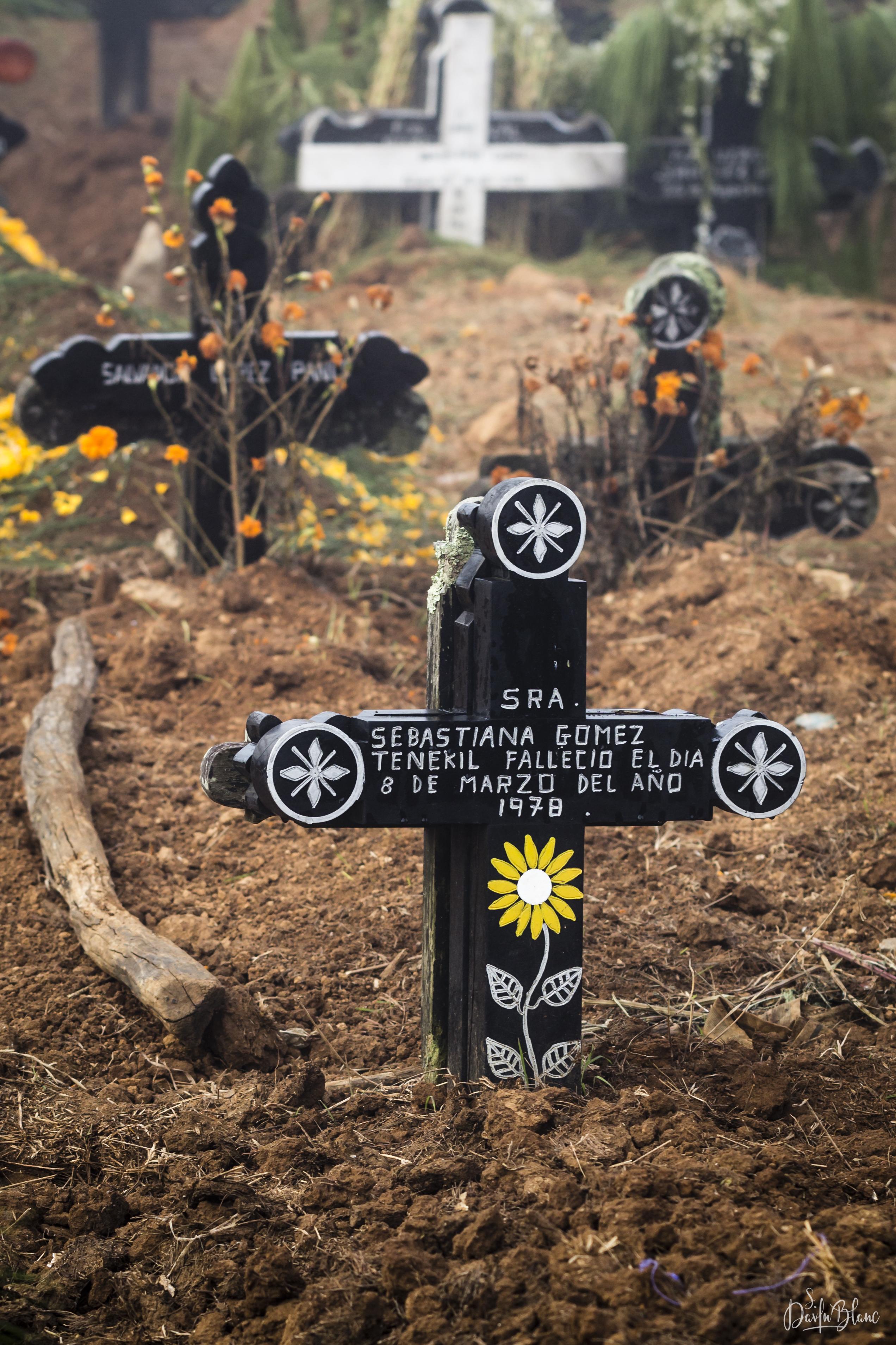 tombe cimetière chamula chiapas mexique