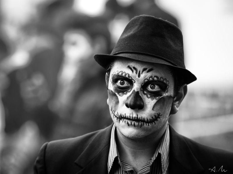 homme costume jour des mort mexique