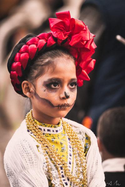 petite fille costume jour des mort mexique