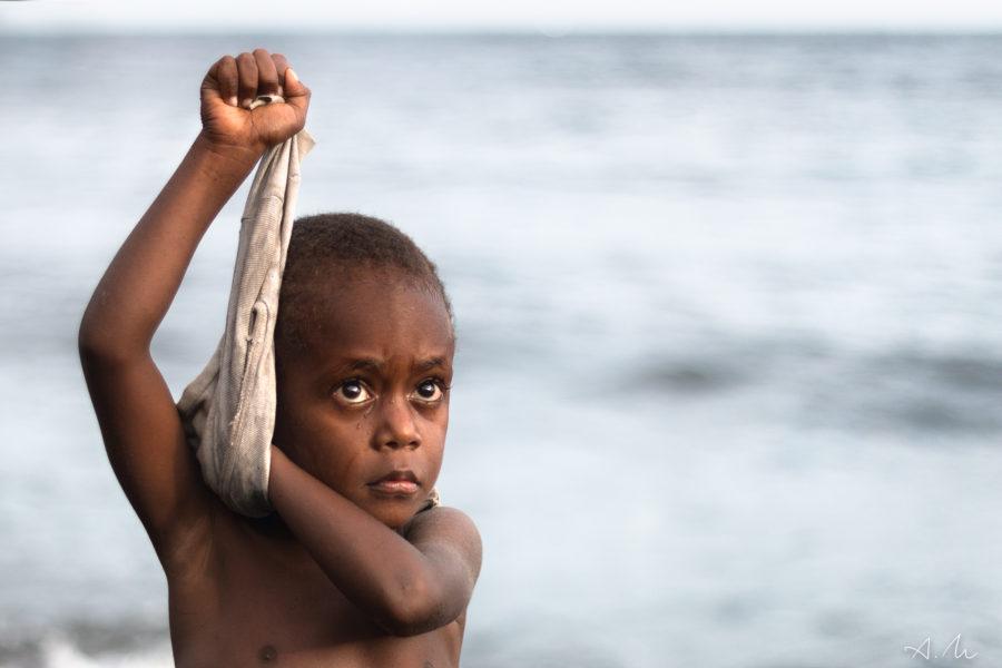 enfant plage ambrym vanuatu